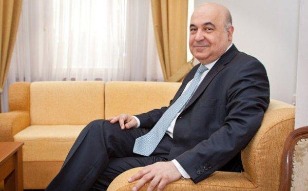 Çingiz Abdullayev tələbələr qarşısında rektora fahişə deyib