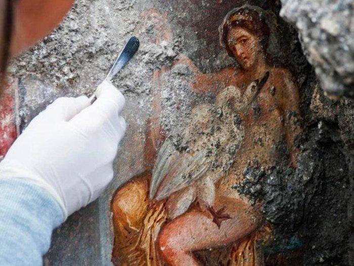 Pompeydə yataq otağından qədim erotik rəsm tapıldı - FOTO