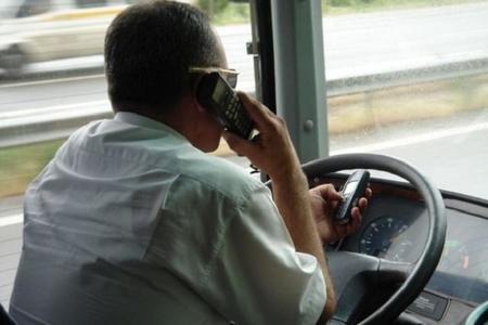 Sükan arxasında telefonla danışan avtobus sürücüsü cəzalandırıldı (FOTO)