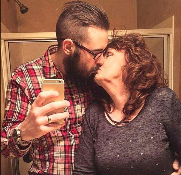 72 yaşlı qadın oğlunun dəfnində tanış olduğu 19 yaşlı gənclə evləndi