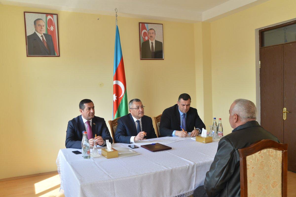 Dövlət Komitəsinin sədri Yevlaxda vətəndaşları qəbul edib