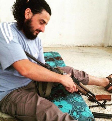 İnsanları öldürüb videoya çəkən azərbaycanlı İŞİD-çi ilə bağlı – QƏRAR