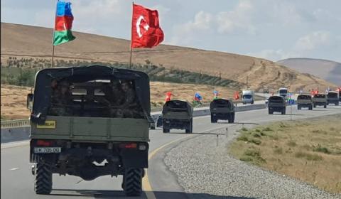 Azərbaycan və Türkiyə bayraqları ilə – MÖHTƏŞƏM YÜRÜŞ