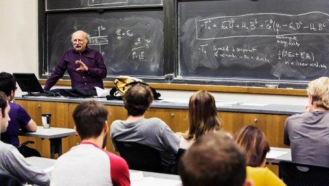 Universitet müəllimlərinə də yaş limiti tətbiq oluna bilər