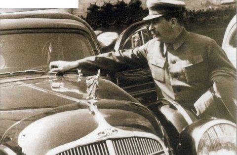 Moskvada Stalinin limuzinini oğurlayıb, sahibinə ismarıc yolladılar