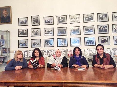 Sumqayıtlı şair  dağıstanlı həmkarları ilə bir arada - ŞƏKİL