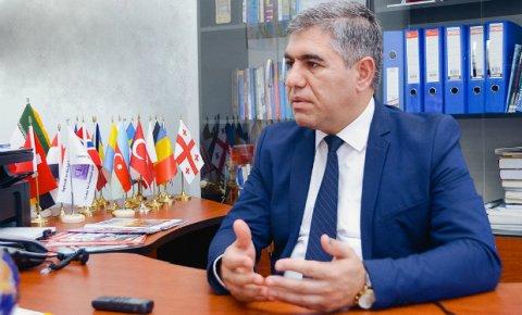 """Vüqar Bayramov: """"Neftin qiymətinin enməsinin sosial xərclərə təsiri olmayacaq"""""""