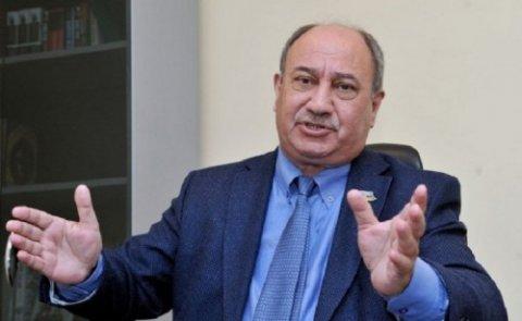Araz Əlizadə onu qadın hesab edən müşahidəçidən danışdı