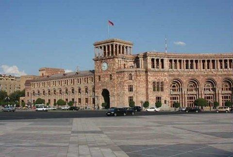 Ermənistanda şagirdlər dərsdən imtina etdi