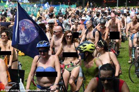 550 nəfər soyunub küçələrdə velosiped sürdü - FOTOLAR