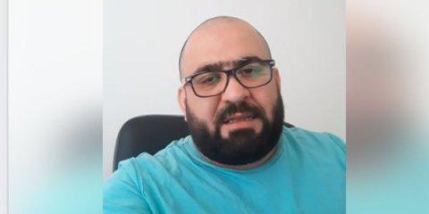 """Azərbaycanın tanınmış şairi """"Facebook""""da canlı yayımda damarlarını doğrayıb"""
