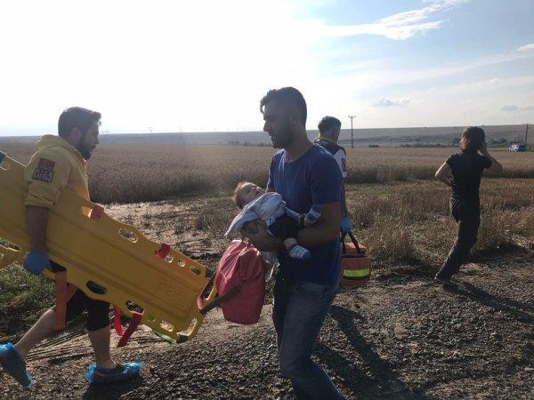 Türkiyədə DƏHŞƏTLİ QƏZA: sərnişin qatarı relsdən çıxdı, 10 ölü, 73 yaralı var (FOTOLAR)