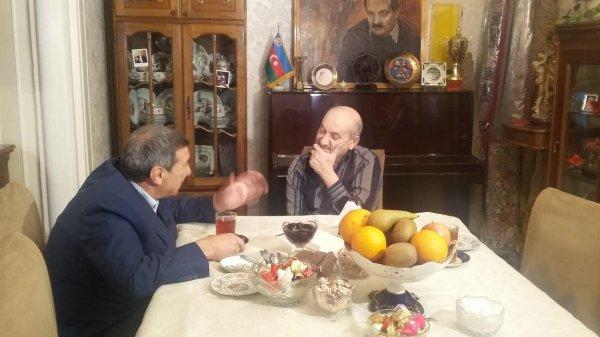 Xalq artisti həmkarını göz yaşlarına boğdu