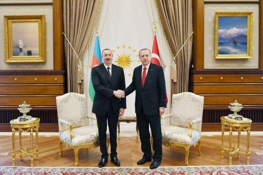 Azərbaycan və Türkiyə prezidentləri bir-birini təbrik etdi