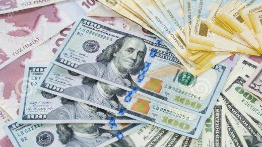 Dollar dəyərini itirir – Manat bahalaşacaqmı? – ŞƏRH