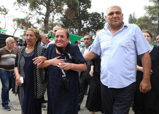 """""""İranın verdiyi mükafat bizə lazım deyil"""" – Polad Həşimovun anası medalı qaytardı"""