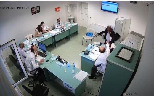 """""""Müharibə əlili"""" qadın həkimi döyüb - VİDEO"""