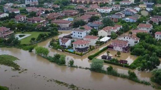 İstanbulda sel: Evlər su altında qaldı - VİDEO